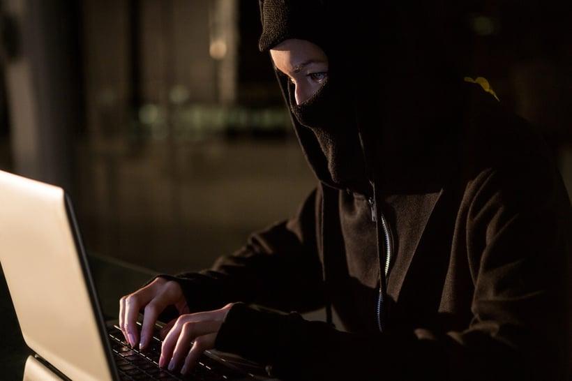 Inbreker/hacker breekt in